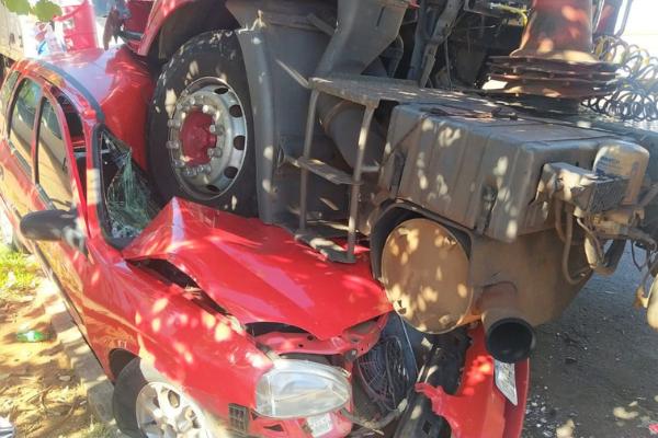 Carro de salgados ficou completamente destruído