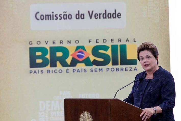 """Dilma foi questionada, em 2014, sobre os problemas na compra de Pasadena e disse que recebeu """"informações incompletas"""" da Petrobras"""