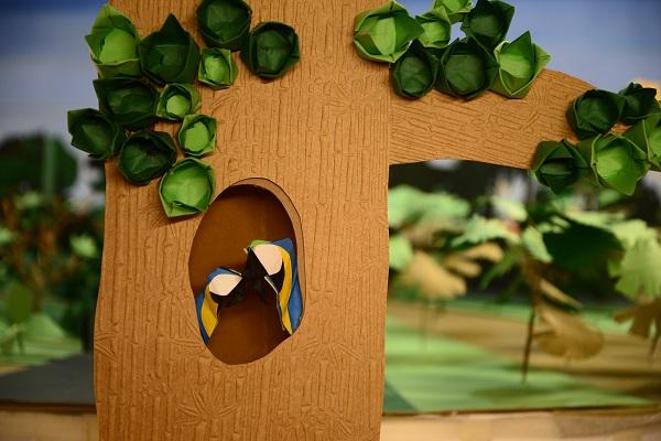 Personagens e cenários foram feitos em origami pelo mestre origamista Elder Alves.