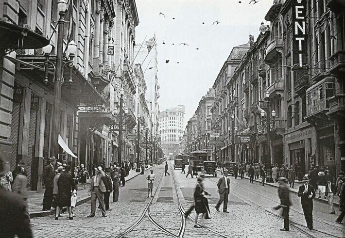 Rua em que Badaró morava e foi morto, por imigrantes alemães com um tiro no abdômen, ganhou seu nome no ano da Proclamação da República (1889)