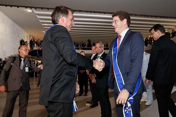 """Ministro Salles, que garante proximidade de Bolsonaro com ala """"ruralista"""" é alvo de processo, junto com Ernesto Araújo (ex-relações exteriores)"""