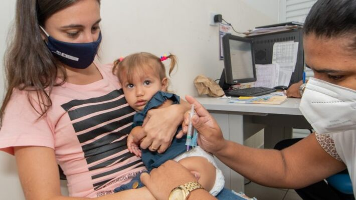 Vacine sua criança hoje em Campo Grande