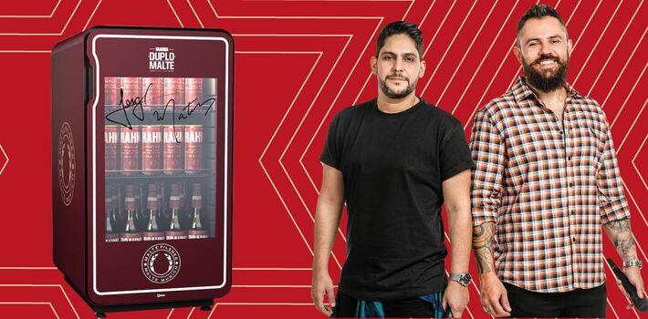 Geladeira de cerveja Brhama e a dupla Jorge & Mateus