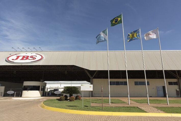 Essa é uma imagem da unidade da JBS em Campo Grande, capital de Mato Grosso do Sul, porém as vagas são para unidades no interior.