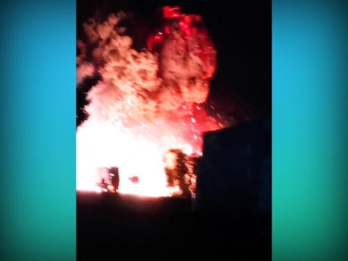 Imagens de celular mostram o momento exato da explosão.