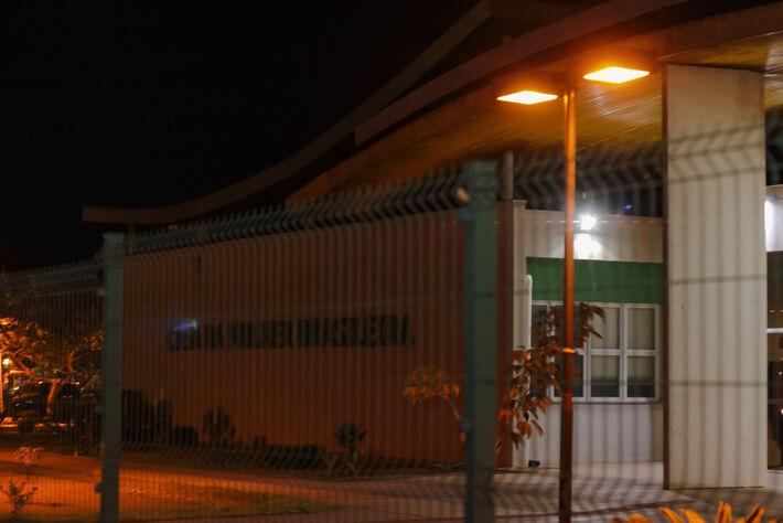 Suspeito estava preso numa cela na Casa da Mulher Brasileira, local onde está a Delegacia da Mulher de Campo Grande.