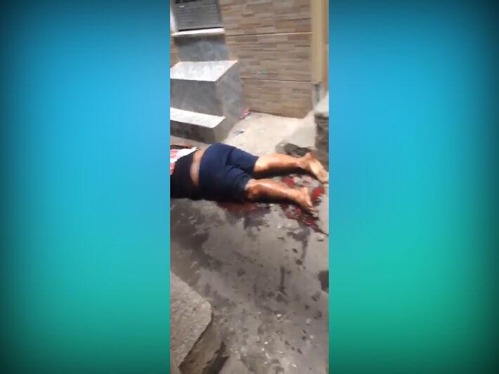 Pessoas estão sendo executadas nas ruas da comunidade do Jacarezinho.