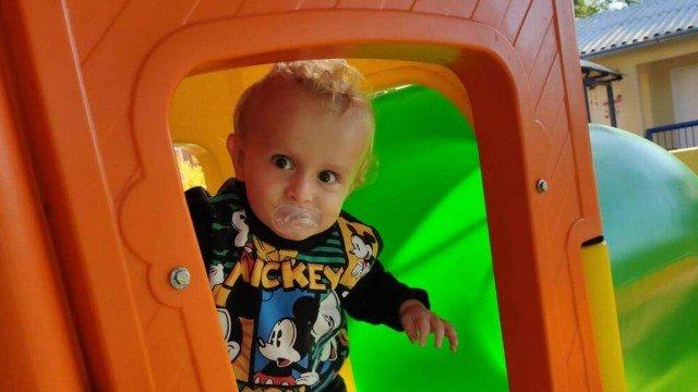 Murilo tinha 1 ano e 9 meses.