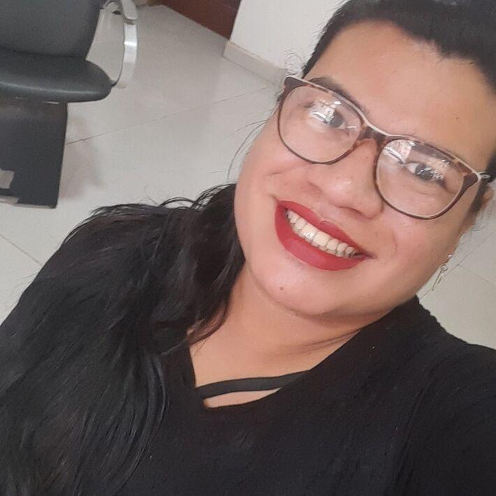 Samantha Armando Lima da Silva, de 28 anos, foi vista pegando um mototáxi no final da tarde de terça-feira (6) em Cáceres, e desapareceu  Foto: Facebook