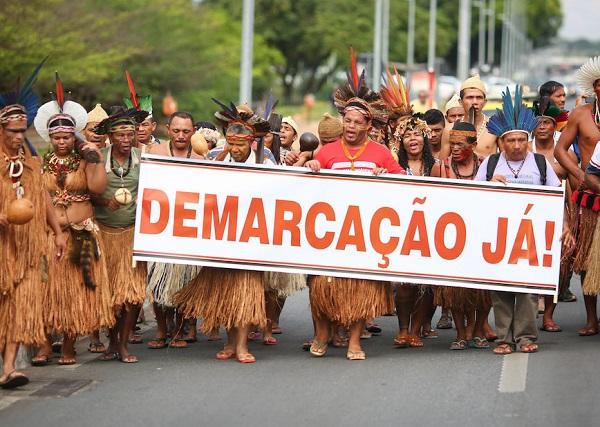 Protesto em Brasília, em 2017, pela celeridade na demarcação de terras no caso Raposa Serra do Sol, em Roraima