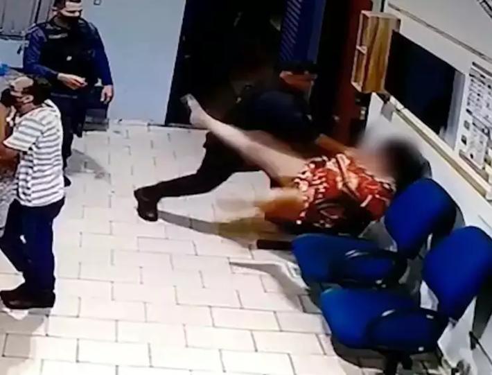 Segundo-tenente foi flagrado pelas câmeras de monitoramento do quartel enquanto agredia mulher algemada - Reprodução | MS Notícias