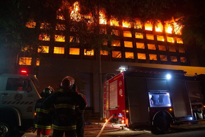Incêndio no prédio-sede da Secretaria da Segurança Pública (SSP), em Porto Alegre  Foto: Felipe Dalla Valle/ Palácio Piratini