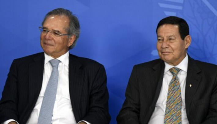 Esses são Paulo Guedes e Mourão.