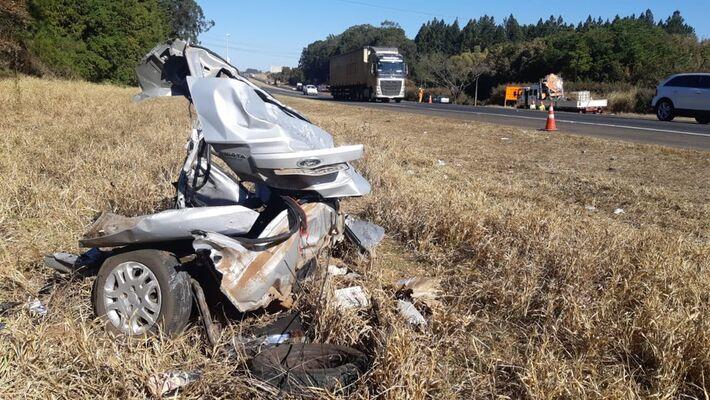 Três pessoas morrem em acidente envolvendo quatro carros na SP-310 em Itirapina  Foto: Gustavo Porto/EPTV