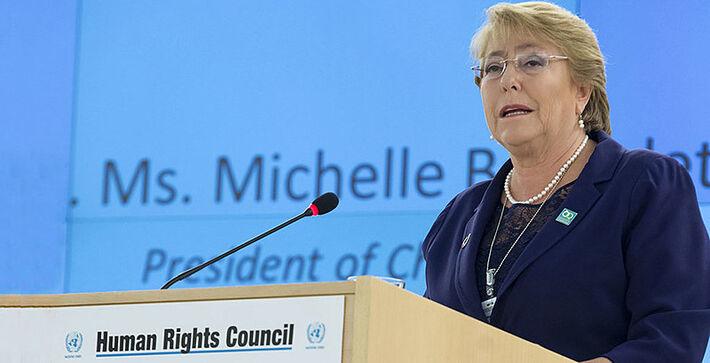 """Alta comissária de direitos humanos da ONU, Michelle Bachelet, se disse """"alarmada com os recentes ataques contra membros dos povos yanomami e munduruku por mineradores ilegais""""."""