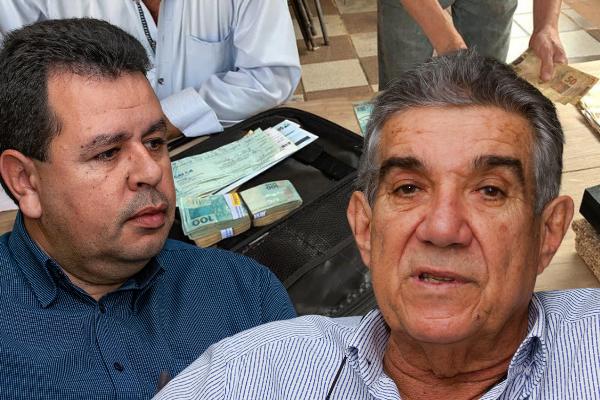 Na imagem. Lenílson (E). Maurílio (D) - Fotos de Tero Queiroz. Ao fundo foto do Dracco, policiais contam dinheiro apreendido.