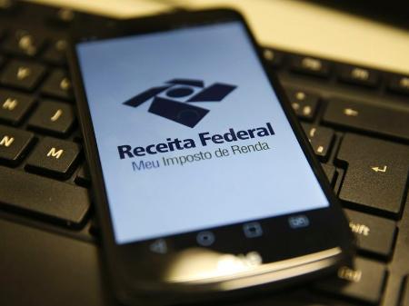Conferência pode ser feita ainda no aplicativo de celular da Receita Federal