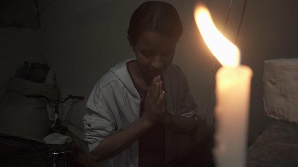 """""""Apaga luz em casa"""" tem sido pedido há quase quatro meses no Brasil."""