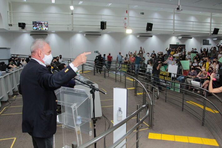 Esse é Geraldo Resende durante audiência pública. Foto: Izaias Medeiros