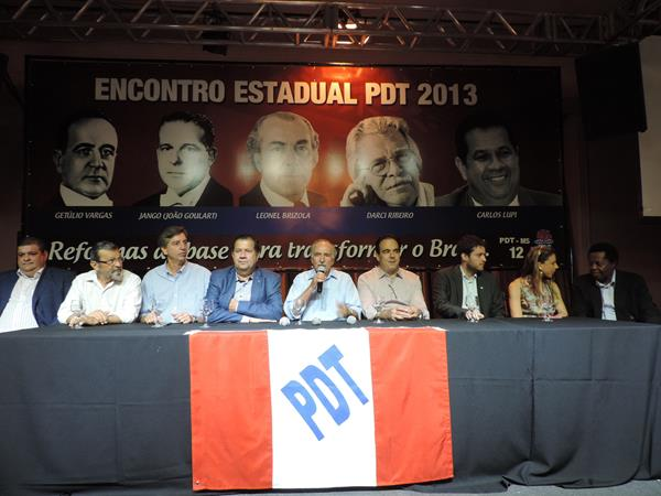 Mesa diretora do encontro do PDT