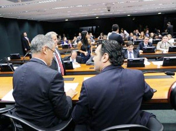 """</p> <p style=""""text-align: justify"""">A Comissão de Direitos Humanos e Minorias da Câmara dos Deputados, presidida pelo deputado Pastor Marco Feliciano (PSC-SP), aprovou na tarde desta quarta-feira (20) um projeto que suspende a validade da resolução do Co"""