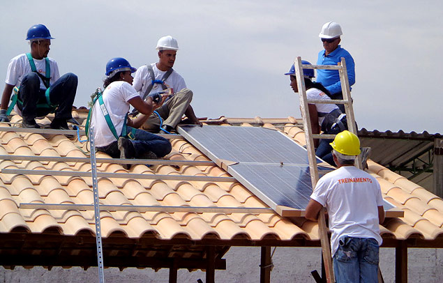 Painel fotovoltaico é instalado em residência do Minha Casa, Minha Vida em Juazeiro (BA)<br />Foto: Divulgação