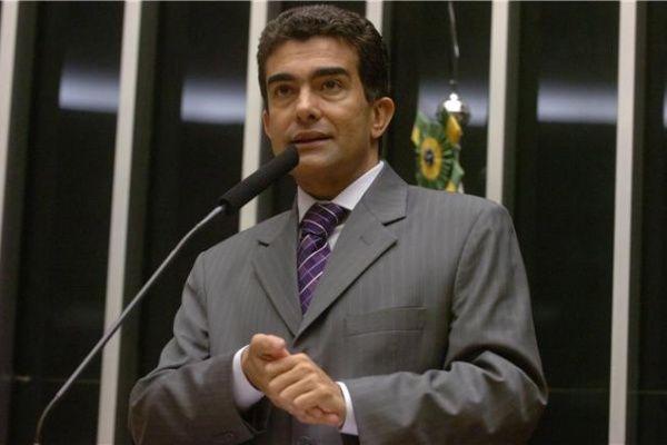 O deputado federal Marçal Filho (PMDB) afirma que após o encontro regional, o PMDB começa a discutir possíveis alianças no Estado - Arquivo