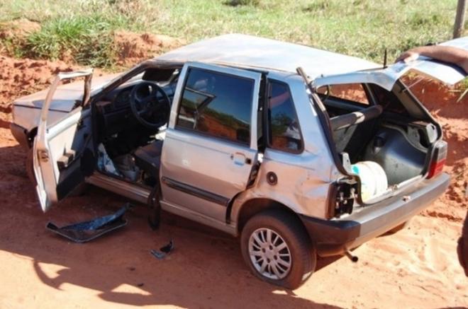 Motorista perde controle e capota em estrada vicinal de Nova Andradina<br />Foto: Germino Roz/Nova News