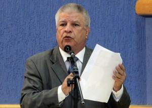 Edil acredita que a justiça está favorável ao prefeito, mas ainda está confiante que a comissão continue.