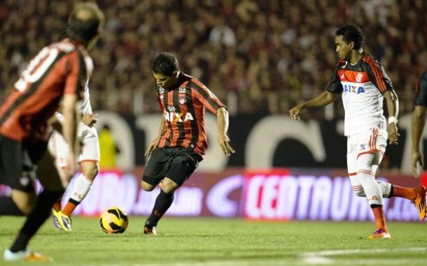 """</p> <p style=""""text-align: justify"""">Atlético-PR e Flamengo empataram por 1 a 1 no primeiro jogo da final da Copa do Brasil. Jogando no Estádio Durival de Britto, o time de Curitiba chegou a sair na frente, mas não conseguiu sustentar a vantagem e os cari"""