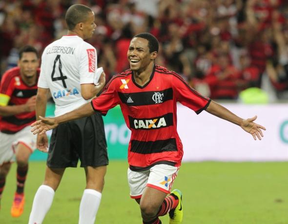 Elias abriu o placar aos 42 minutos do segundo tempo<br />Foto: Marcos de Paula/Estadão