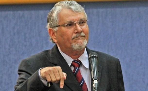 """</p> <p style=""""text-align: justify"""">O deputado estadual Osvane Ramos (PROS) declarou na manhã de hoje na Assembleia Legislativa que seria um possível vice do senador Delcídio do Amaral (PT) na sua candidatura ao senado nas eleições do ano que vem.</p> <"""