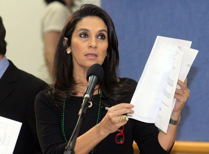 """</p> <p style=""""text-align: justify;"""">Carla argumentou que a presença do deputado estadual Junior Mochi, presidente do PMDB MS, foi apenas para acompanhar a reunião, realizada na última segunda-feira. """"Não foi ordem do diretório estadual, o Mochi apenas a"""