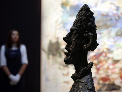 """Escultura de Alberto Giacometti chamada """"Grande Tête de Diego"""" fotografada na casa de leilões Sotheby's, em Londres<br />Autor: Divulgação"""