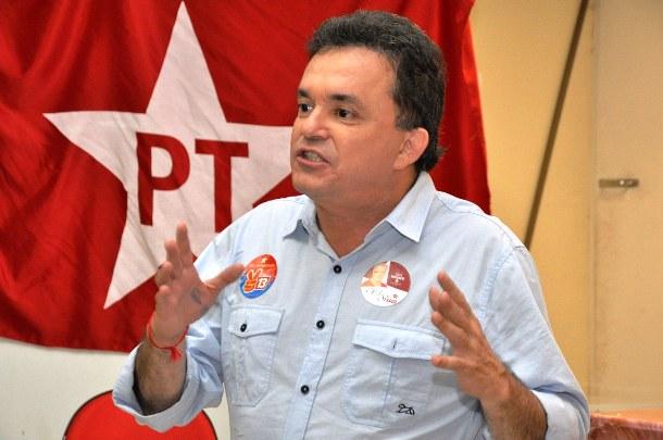 Vander Loubet (PT) diz que se Nelsinho Trad sair ao governo, irá disputar lado lado com o senador Delcídio do Amaral. (Foto: Reprodução)