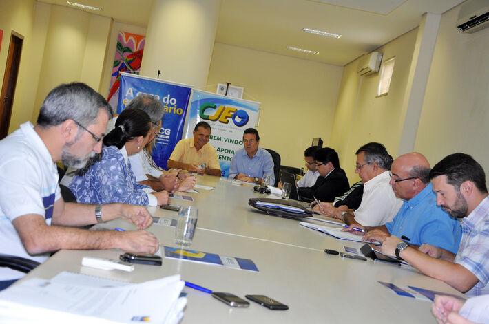 Representantes das quatro entidades se reuniram ontem na Associação Comercial<br />Foto: Divulgação/Acrissul