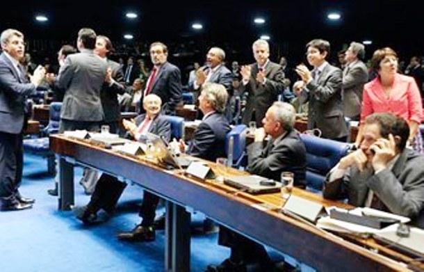 </p> <p>O presidente do Senado, Renan Calheiros (PMDB-AL), anunciou há pouco que nesta quinta-feira (28), às 11h, o Congresso Nacional vai promulgar os dois itens da PEC do Voto Aberto que acabam com as votações secretas nos processos de cassação de mand