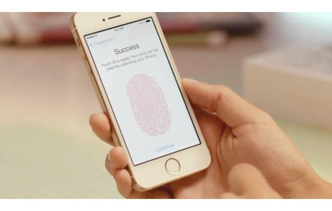 """</p> <p style=""""text-align: justify"""">Os novos iPhones 5S e 5C começaram a ser vendidos no Brasil à meia-noite desta sexta-feira (22). Os aparelhos estão disponíveis nas lojas das principais operadoras do País e também em alguns revendedores de produtos da"""