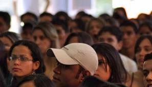 Para a pesquisa foram entrevistados 1.208 jovens entre 18 e 29 anos em 15 estados e no Distrito Federal, sendo 55% mulheres.