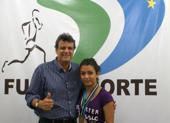 Durante a visita, a atleta agradeceu o apoio do Governo do Estado de Mato Grosso do Sul através da FUNDESPORTE.