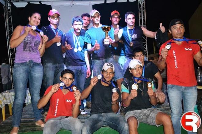 Luta de Braço atrai 40 competidores e agita feira livre de Sidrolândia.