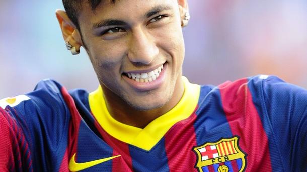"""</p> <p style=""""text-align: justify"""">Começando sua primeira temporada no Barcelona, Neymar já foi selecionado como um dos 23 melhores jogadores do mundo pelo segundo ano consecutivo. Mas, em 2013, seu nome pode surgir até mesmo no Top 5 do prêmio Bola de"""