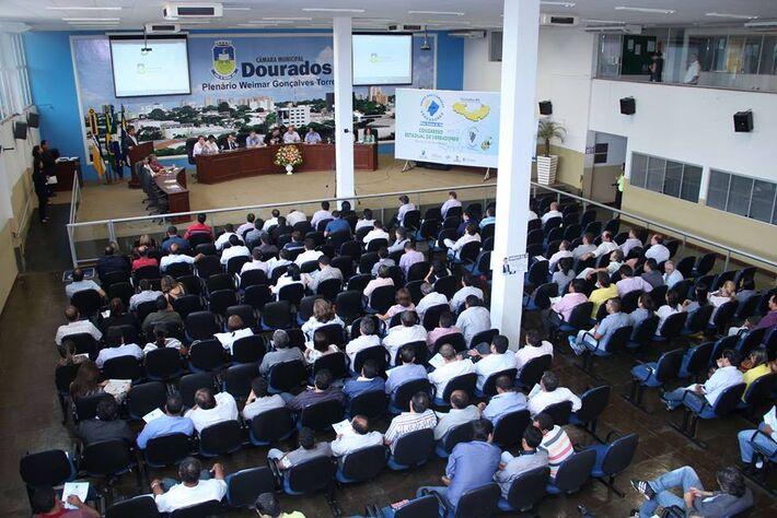 A abertura contou com a participação de autoridades políticas das esferas municipal e estadual.