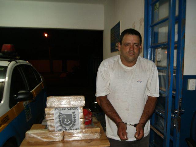 O homem foi preso e encaminhado à Delegacia de Polícia Civil de Caarapó.