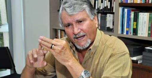 "</p> <p style=""text-align: left"">O governador André Puccinelli (PMDB), disse durante a última semana, que o deputado estadual Jerson Domingos (PMDB) deve se afastar do partido caso continue a apoiaro senador Delcídio do Amaralao governo do Estado.</p>"