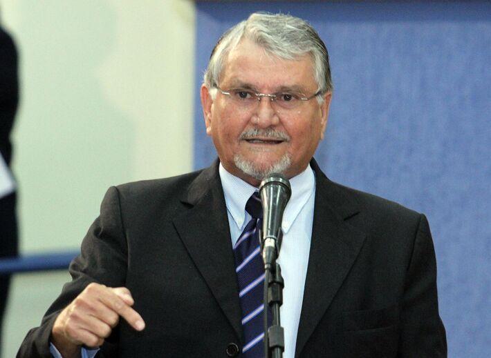</p> O vereador Zeca do PT afirmou hoje pela manhã que já tinha alertado o deputado federal Reinaldo Azambuja (PSDB) que não iria apoiar sua candidatura ao senado no ano que vem caso ele participasse do Leilão da Resistência.  Foi o que aconteceu, Rein