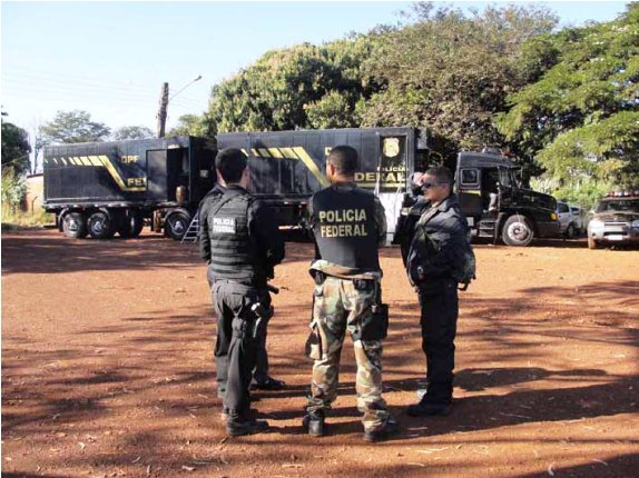"""</p> <p style=""""text-align: justify"""">Na quinta feira da semana passada a Polícia Federal cumpriu quatro mandados de prisão preventiva e três mandados de busca e apreensão no Rio Grande do Sul e no Mato Grosso do Sul na Operação Gaudério, de combate ao trá"""