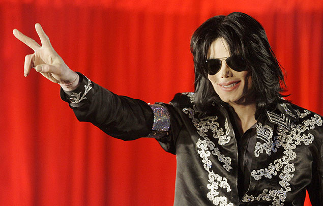 O cantor Michael Jackson durante anúncio dos shows que seriam realizados na cidade de Londres, em julho de 2009<br />Foto: Joel Ryan/Associated Press