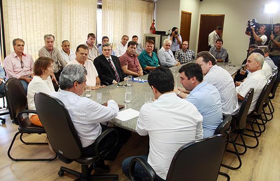 Assinatura do decreto de regulamentação<br />Foto: Divulgação