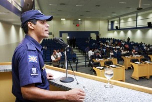 """</p> <p style=""""text-align: justify"""">O vereador Coringa (PSD) pediu a vez na tribuna hoje de manhã para falar dos 77 guardas municipais remanescentes que ainda não foram chamados para trabalhar em Campo Grande. A preocupação do vereador é que o prazo para"""